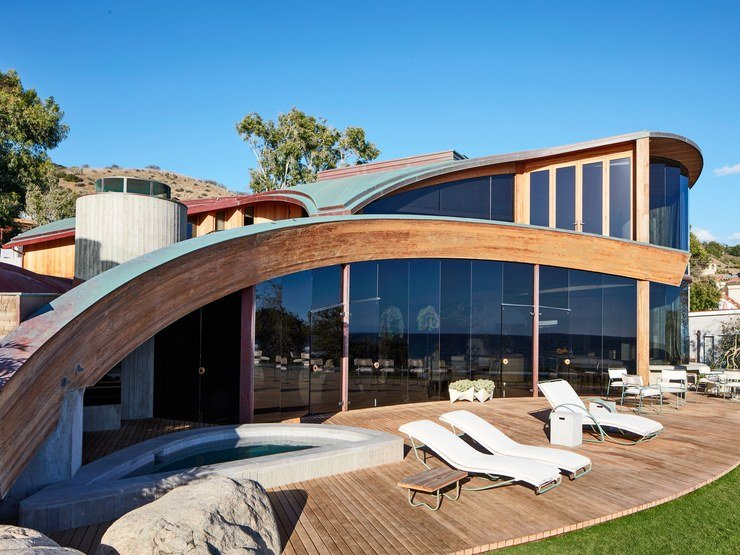 John Lautner - Carbon Beach House renovation - outside terrace