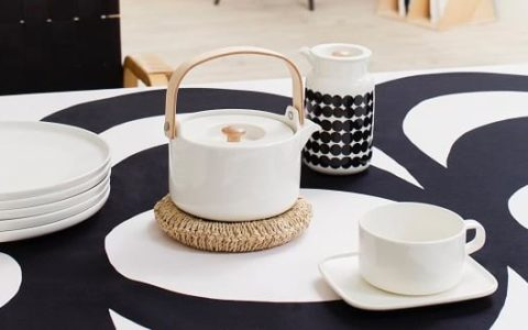 Oiva teapot and mug marimekko tableware