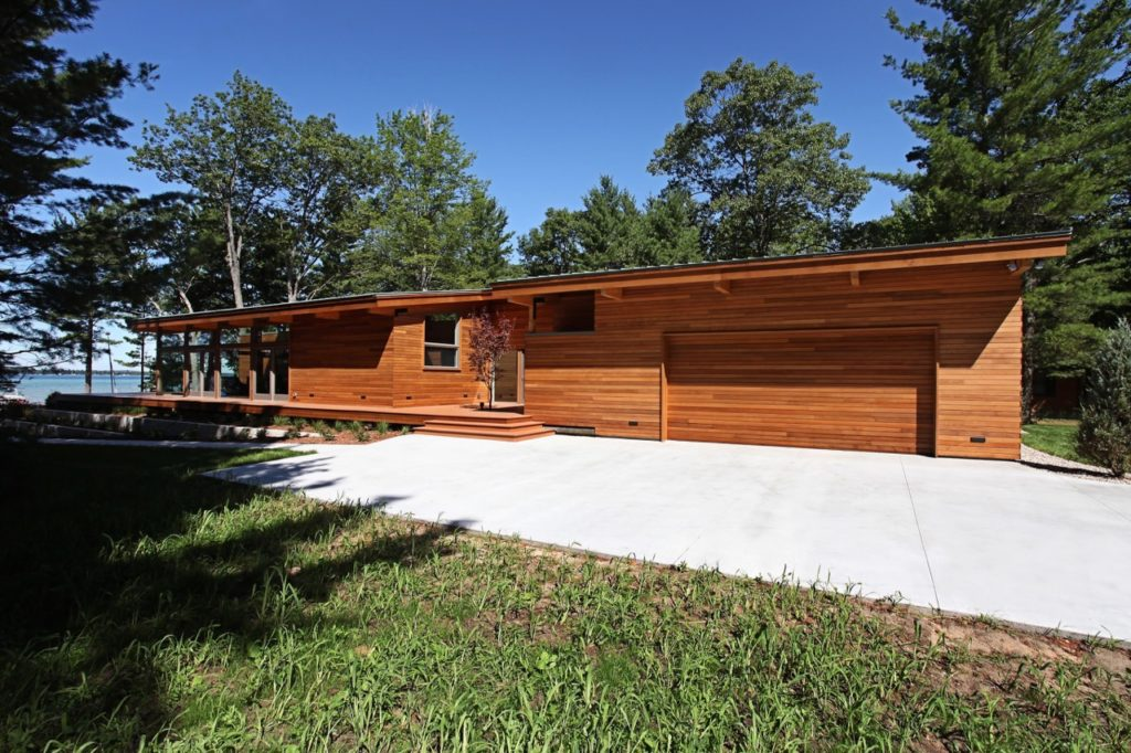 midcentury inspired lake house in Michigan - side view