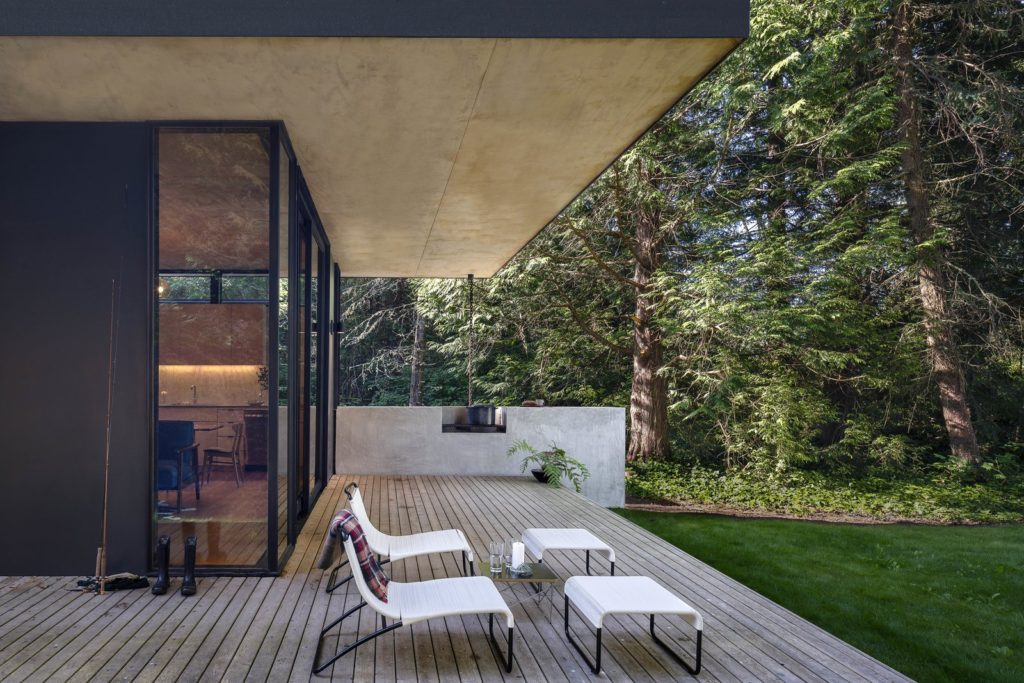 Hood Cliff Retreat - Wittman Estes Architecture - patio