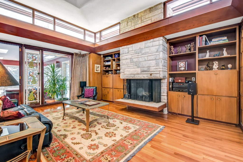 Frank Lloyd Wright Inspired Weiner Residence - Ottawa - living room