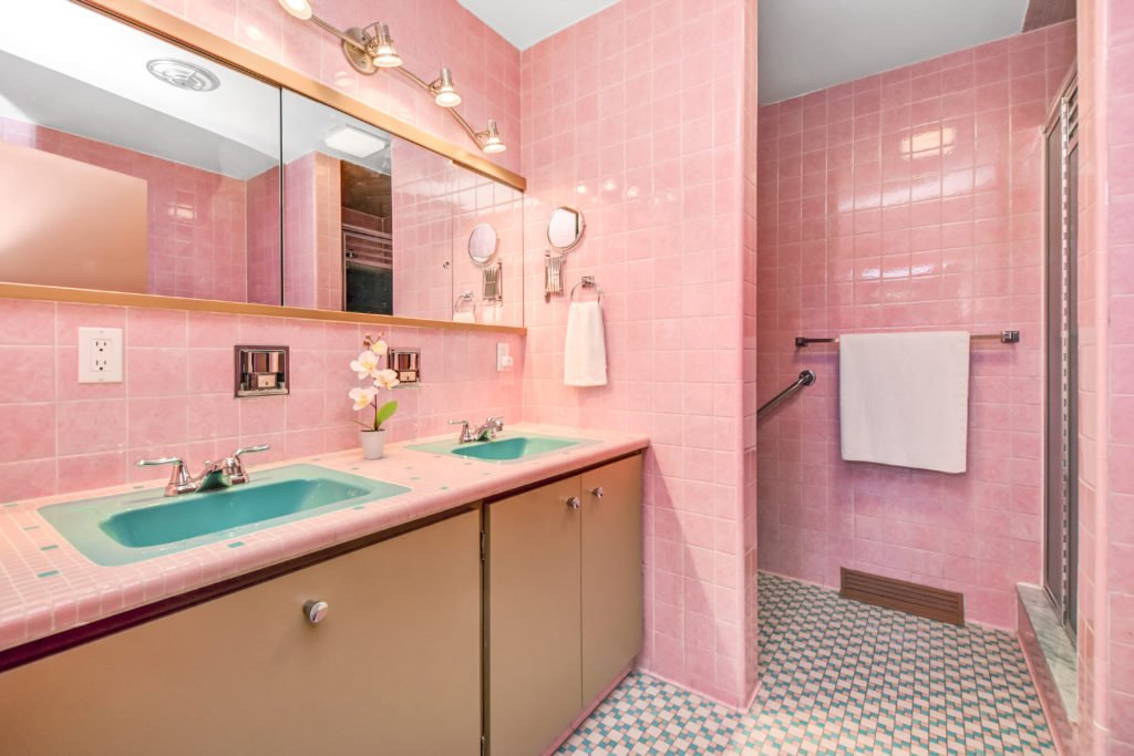 Frank Lloyd Wright Inspired Weiner Residence - Ottawa - bathroom