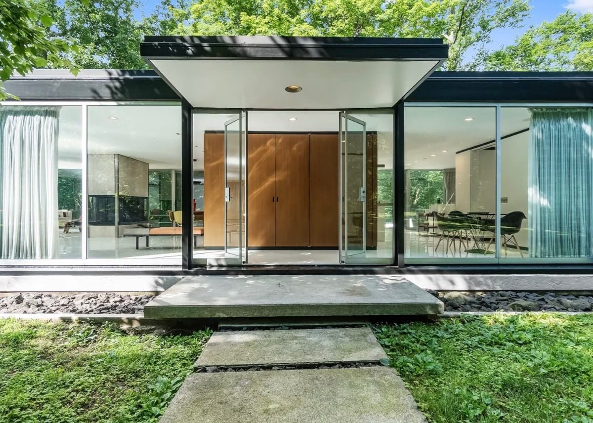 Modernist house in Amonk New York
