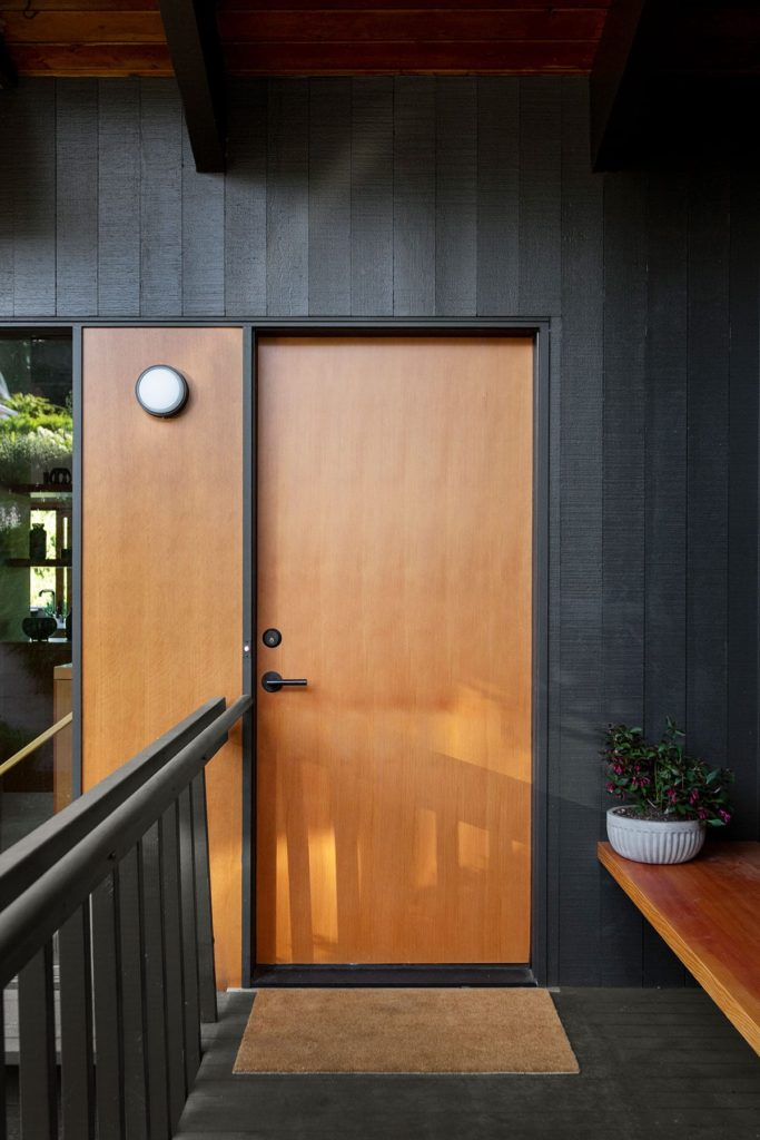 When the homeowners of this 1961 midcentury home by Pacific Northwest Architect George Lucker were considering purchasing the property, two noteworthy factors rose to the surface: one was that the house was an undeniably beautiful midcentury construction with a lot of potential. The second was that it was in dire need of restoration.