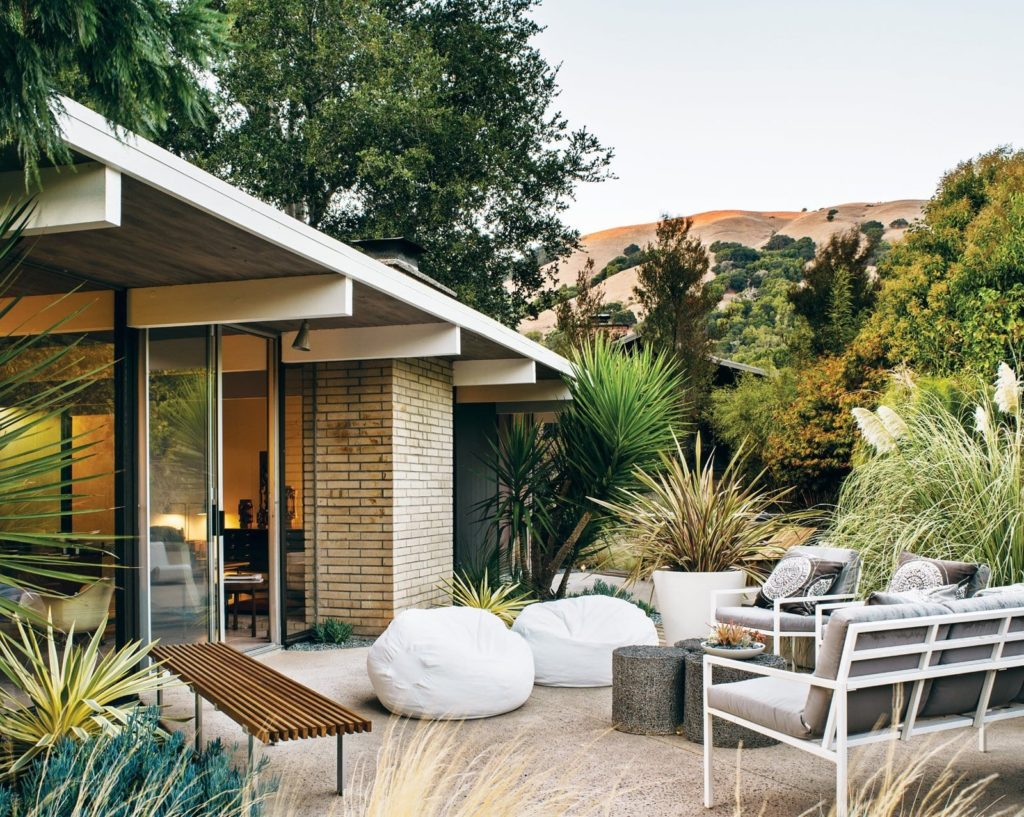 Eichler-Home-San-Rafael-back-garden-Photo by Drew Kelly