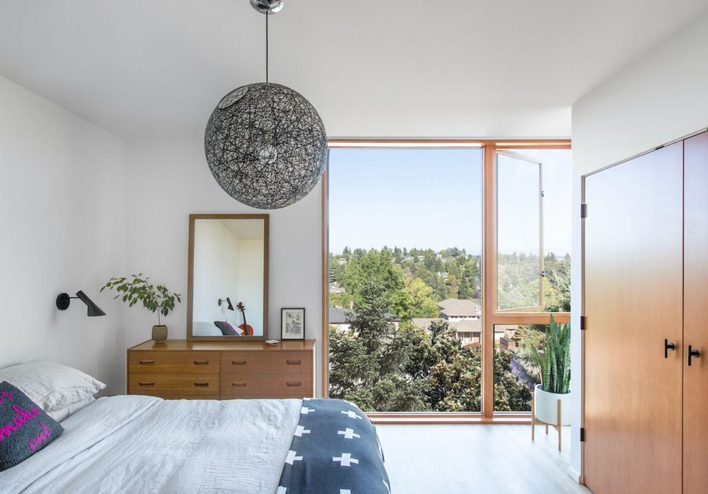 Irwin Caplan's Laurelhurst -bedroom