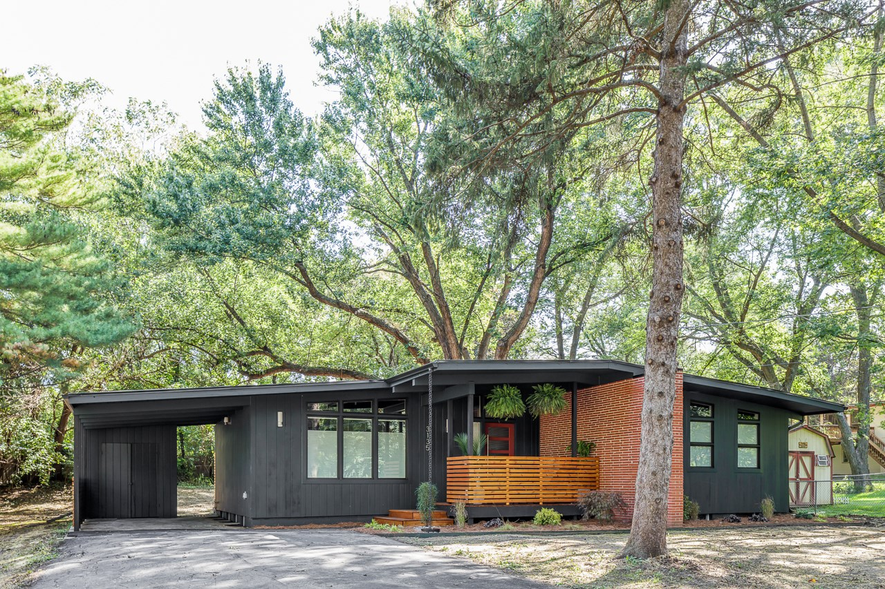 A Midcentury Home Renovation Brings Past and Present Together